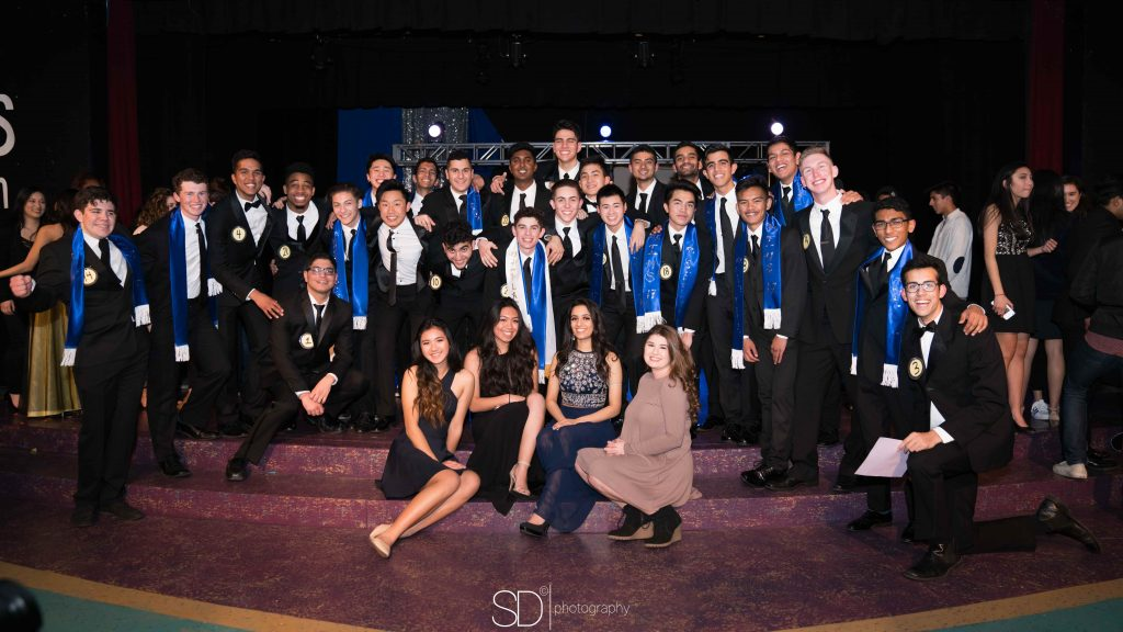 +Mr.+IHS+2017+senior+Jacob+Parsons+and+this+year%E2%80%99s+organizers+pose+with+juniors+Tara+Lao+and+Mia+Walrod%2C+who+are+to+be+next+year%E2%80%99s+organizers