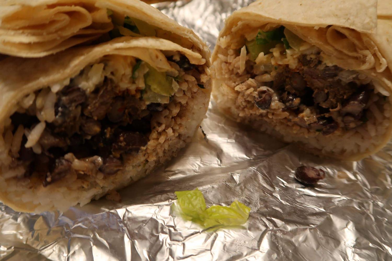 Chipotle+burritos+were+a+popular+choice+at+the+senior+class%E2%80%99+fundraiser+on+Oct.+21.+