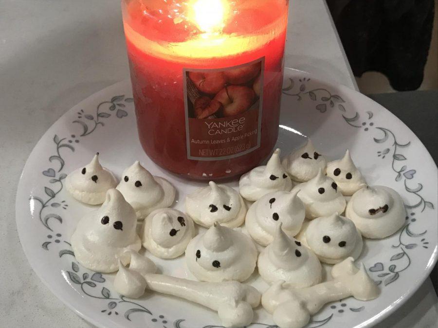 Halloween+Ghost+Meringues