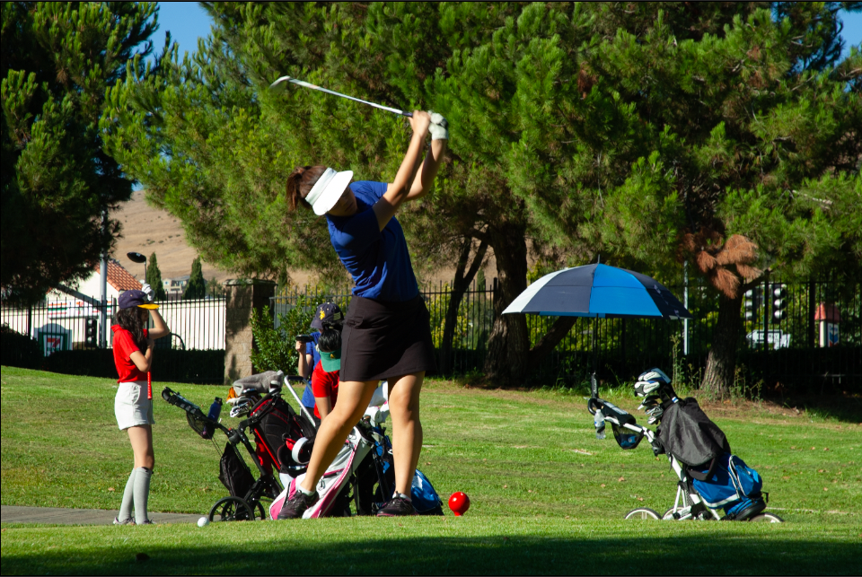 Phoebe Lai (10) prepares to tee off at a shot.