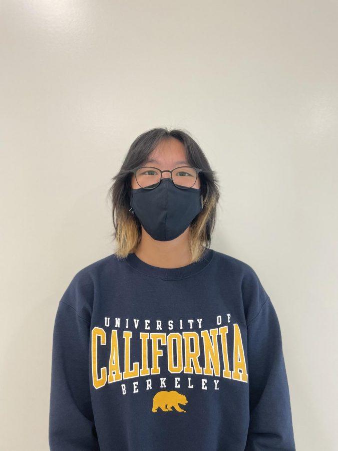 Adora+Liu+%2812%29+in+her+UC+Berkeley+sweatshirt.+